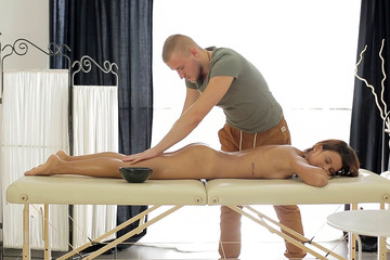 Pussy massage gets the sexy girl dripping
